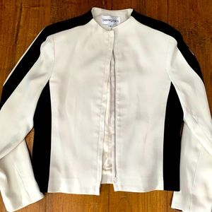 3/$30 Bloomingdales white and black suit jacket 4P